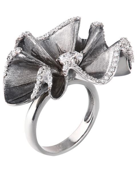 photo of flower design ring black coloured gold