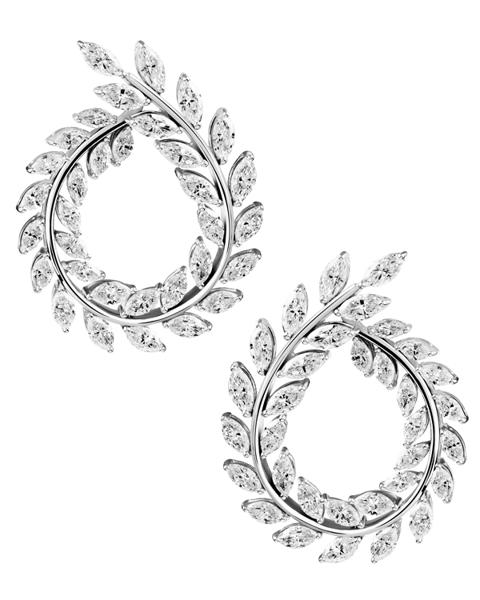 photo of modern leafage earrings